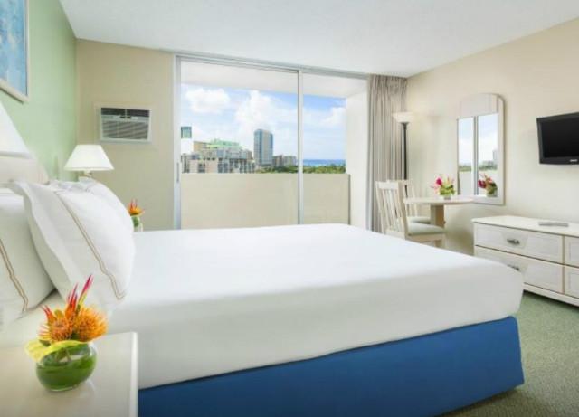 ambassador-hotel-waikiki-05.jpg